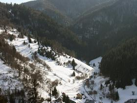 Zima- areál  pohľad zo stráne